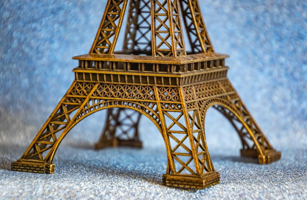 Miniature Eiffel Towers are popular souvenirs. Photo by Magda Ehlers from Pexels